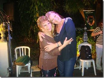 Ademilde Fonseca e a jornalista Rosely Pellegrino durante homenagem a Zélia Ducan no ICCA (1)