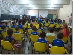Dalva Alves e Ronaldo Valentin durante contação da História de Maricá para os alunos da Escola  (1)