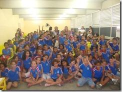 Os artistas Dalva Alves e Ronaldo Valentin durante contação da História de Maricá para os alunos da Escola Robson Lôu em Inoã  (34)