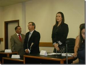 A juíza titular da 55ª Vara Eleitoral de Maricá, Juliane Mosso Beyruth de Freitas Guimarães,ao lado do Promotor Eleitoral, Sérgio Luis Lopes Pereira e do Presidente da Subseção de Maricá da