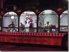 Banda Karakara de  Mell Meireles durante a apresentação