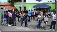 Estudantes pararam para assistir e particpar do Sarau da Poesia na Casa de Cultura de Maricá