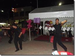 Grupo de Teatro DJ encheu a praça de poesia
