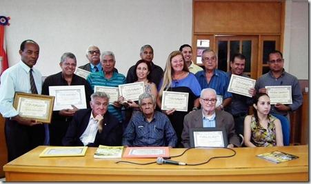 Paulo Celestino, diretoria e os homenageados na fundação e posse da Associação de Imprensa de Maricá