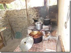 Comida preparada em fogão a lenha