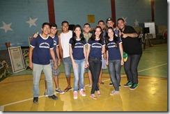 Alunos do Centro Educacional Joana Benedicta Rangel e o representante da Coordenadoria Municipal de Juventude, Igor Oliveira, de blusa preta na ponta direita.