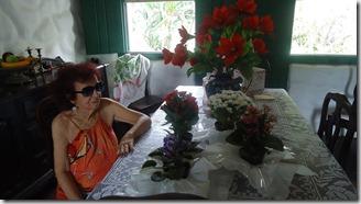 Maestrina Aparecida Rangel na sala do seu casarão