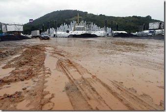 Chuvas e a lama inviabilizam evento da JMJ no Campus Fidei, em Guaratiba
