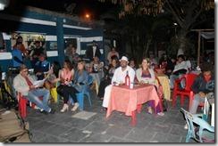 O público apreciando a apresentação do Tributo a Chico Buarque em Itaipuaçu
