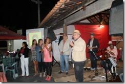 O Secretário de Cultura Sérgio Mesquita apresenta a banda Amigos da Cultura ao público presente na AMARI