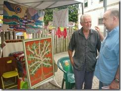 Mestre da arte da Tapeçaria do Espraiado Elidio Garcia dos Santos, expondo suas obras na Feira Cultural Maricá Mostra Cultura em 2011. (foto Rosely Pellegrino).   (6)