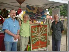 Mestre da arte da Tapeçaria do Espraiado Elidio Garcia dos Santos, expondo suas obras na Feira Cultural Maricá Mostra Cultura em 2011. (foto Rosely Pellegrino).