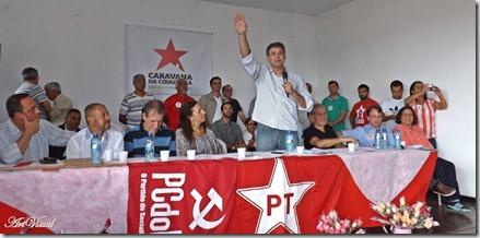 Lindberg na mesa diretora, durante seu discurso na Caravana da Cidadania de São Gonçalo