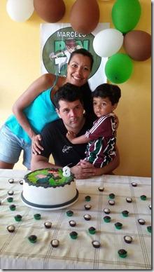 Aniversariante Marcelinho com seus pais Poliana Lanes e Marcelo Cavaleiro