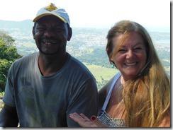 Denilson da Rampa de Parapente da Serra do Camburí e a jornalista Rosely Pellegrino