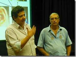 Romário Galvão, secretário municipal de Cultura de Maricá fortalecendo o projeto musicalização nas escolas, na foto com o professor Sergio Aranda foto Rosely Pellegrino