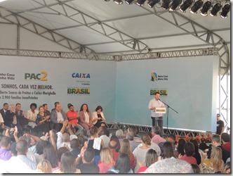 Presidente Dilma Rousseff ao lado do prefeito Washington Quaquá, entrega chaves de 2,9 mil unidades habitacionais do ´Programa Minha Casa, Minha Vida em Maricá (184)