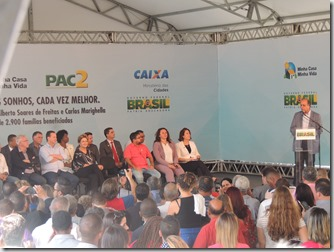 Presidente Dilma Rousseff ao lado do prefeito Washington Quaquá, entrega chaves de 2,9 mil unidades habitacionais do ´Programa Minha Casa, Minha Vida em Maricá (226)