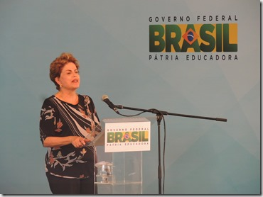 Presidente Dilma Rousseff ao lado do prefeito Washington Quaquá, entrega chaves de 2,9 mil unidades habitacionais do ´Programa Minha Casa, Minha Vida em Maricá (263)