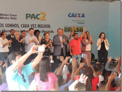 Presidente Dilma Rousseff ao lado do prefeito Washington Quaquá, entrega chaves de 2,9 mil unidades habitacionais do ´Programa Minha Casa, Minha Vida em Maricá (161)