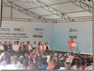 Presidente Dilma Rousseff ao lado do prefeito Washington Quaquá, entrega chaves de 2,9 mil unidades habitacionais do ´Programa Minha Casa, Minha Vida em Maricá (178)