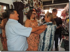 Zeidan faz caminhada e panfletagem em Cordeirinho, para esclarecer sobre as obras da Av. Maysa 20.08 (66)