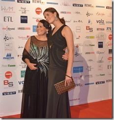 5-Lúcia Hinz e Vanessa Fuchs-a Top Model alema, coroada por Heidi Klum no  show de talentos Next Top Model 2015 da Alemanha Foto- Brazil Connections