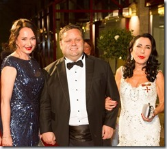 Claudia Hessel, Paul Potts und Brigitte Christoph auf dem roten Teppich, Foto Andrea Gläßer - KölnBall 2015