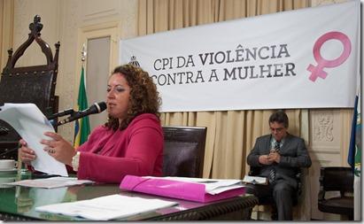 Deputada Rosangela Zeidan, durante a leitura do relatório final da CPI da Vilência Contra a Mulher