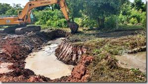 Aberto Canal Minha Casa Minha Vida de Itaipuaçu, águas escoando 03.03.2016