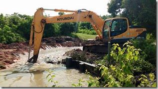 Aberto Canal Minha Casa Minha Vida de Itaipuaçu, para escoamento das águas 03.03.2016