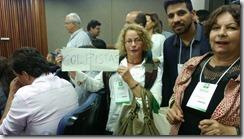 A secretária municipal adjunta de Habitação de Maricá, Maria Inêz, tendo ao lado sua equipe com Adriana Luiza e Flavio Amaral, no Fórum Nacional de Habitação de Interesse Social em Goiânia