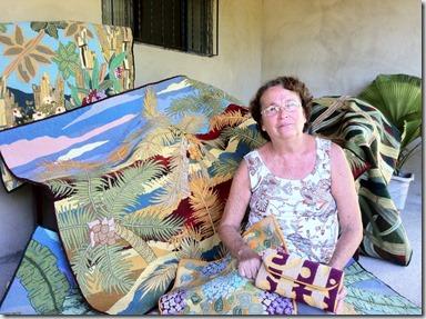 Artesã Ilma Macedo com as tapeçarias - Foto Divulgação