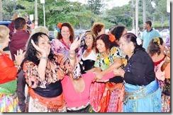 Deputada Zeidan participa da dança cigana no Dia de Combate a Violência contra o Idoso em Maricá