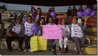 Secretário Municipal de Agricultura e Pesca de Maricá, Julio Carolino com as companheiras da Frente Popular de Mulheres de Maricá